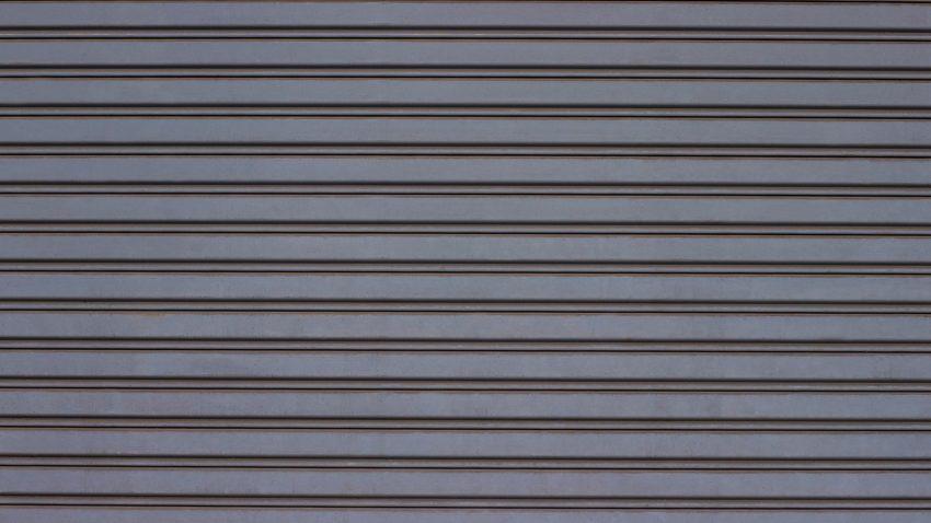 ușă metalică gri