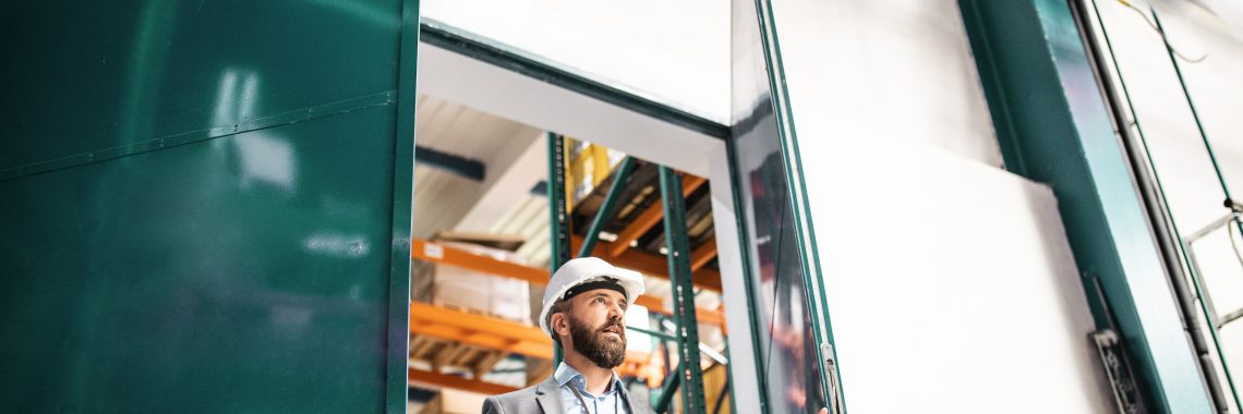 barbat deschide usi industriale fabrica
