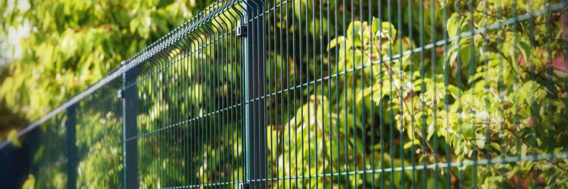 Plasă de gard împletită avantaje, montaj și utilizare